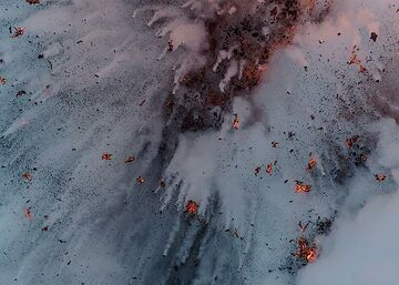 A stronger littoral explosion leaves hundreds of cock-tails behind the dark and sometimes still glowing lava bombs. (Photo: Tom Pfeiffer)