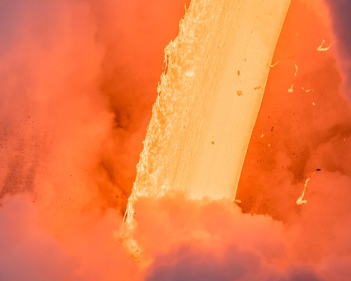 A constant flow of lava that seems to never end. (Photo: Tom Pfeiffer)