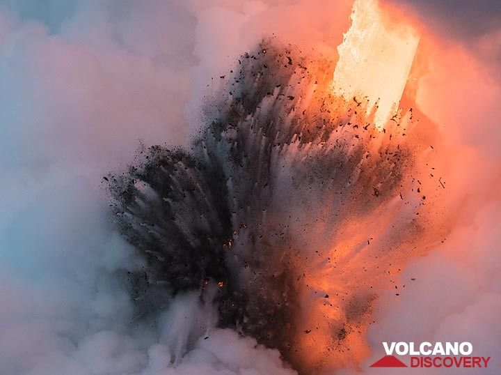 Steam now appears white with bluish or pink and orange hues, depending on how much it is illuminated by the extremely bright fire hose. (Photo: Tom Pfeiffer)