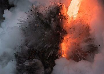 Morning explosion (2) (Photo: Tom Pfeiffer)