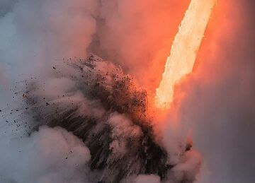 Morning explosion (3) (Photo: Tom Pfeiffer)