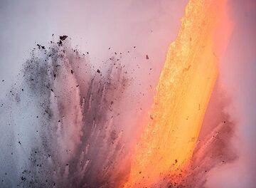 Fragmented lava (Photo: Tom Pfeiffer)