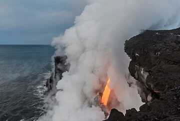 Morning view of the lava hose (Photo: Tom Pfeiffer)