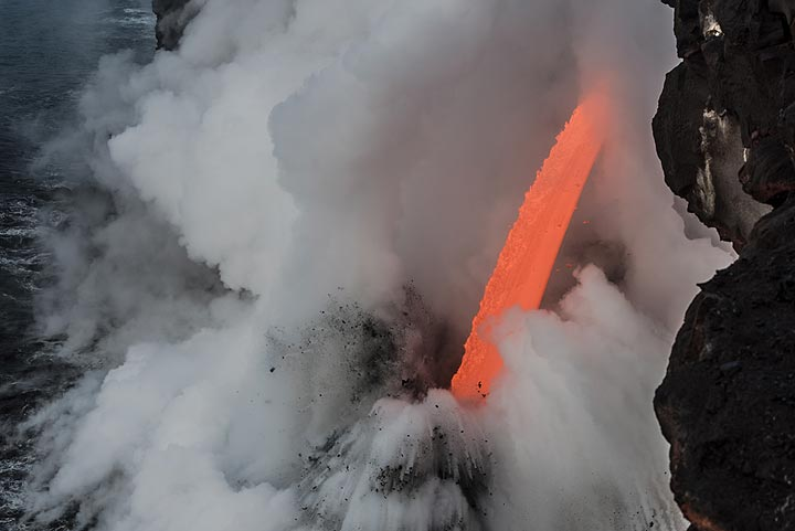 Rare view of almost the full length of the fire hose. (Photo: Tom Pfeiffer)