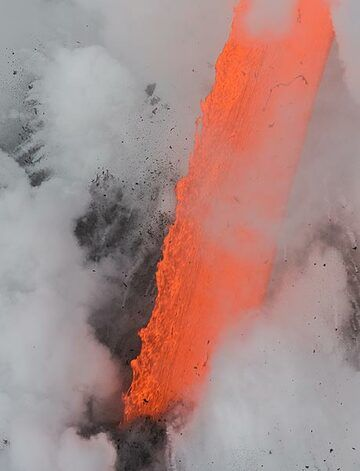 Escaping gas bubbles at the surface of the lava cause its irregular surface. (Photo: Tom Pfeiffer)