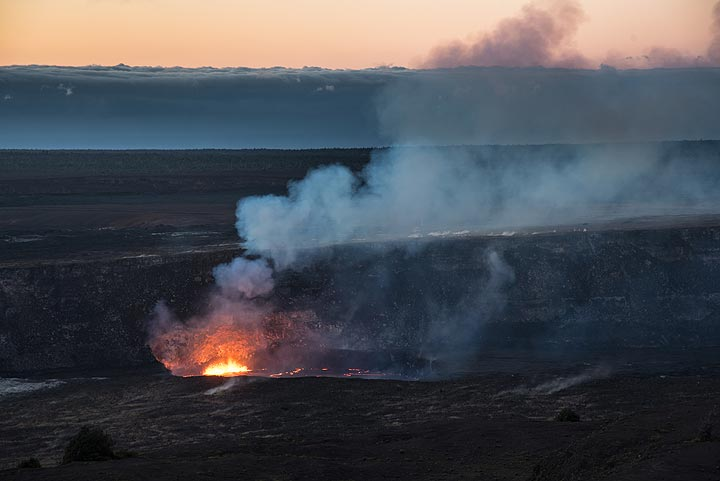 On 20 March, the lava lake stands higher and more of it is visible from the Jagger museum's lookout. (Photo: Tom Pfeiffer)