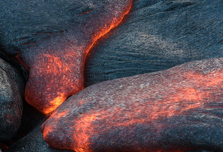 Two active lava toes meet. (Photo: Tom Pfeiffer)