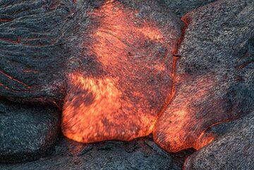 Meeting lava toes rarely merge. (Photo: Tom Pfeiffer)