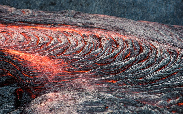 Typical small active lava channel with ropy texture. (Photo: Tom Pfeiffer)