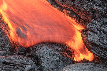 Fast-moving pahoehoe lava. (Photo: Tom Pfeiffer)