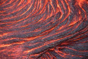 Active lava ropes (Photo: Tom Pfeiffer)