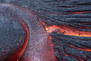 Abstract, elegant curves of red hot lava (Photo: Tom Pfeiffer)
