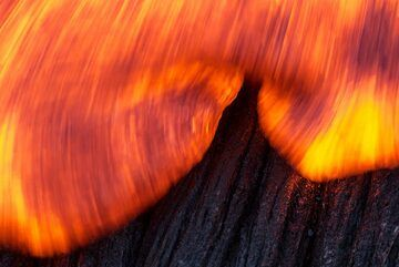 Lava front in motion close-up. (Photo: Tom Pfeiffer)