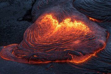 A broad lava toe forms ropes at its stalled front. (Photo: Tom Pfeiffer)