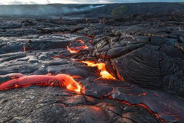 The lava flow in the dark is very attractive. (Photo: Tom Pfeiffer)