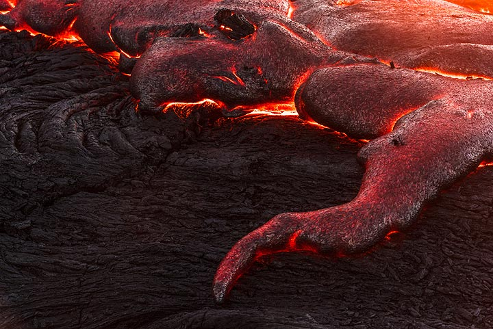 A narrow lava tongue, reminding of a snake or elephant trunk. (Photo: Tom Pfeiffer)