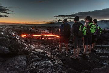 Neon green backpacks seemed to be fashionable in this group of tourists at the lava flow. (Photo: Tom Pfeiffer)