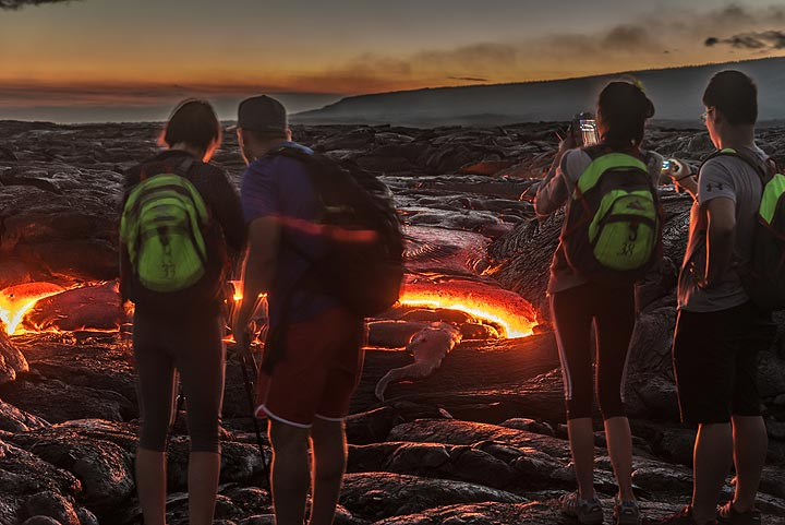 The light of the lava is good enough to take relatively short exposures (2-4 seconds) at this point. (Photo: Tom Pfeiffer)