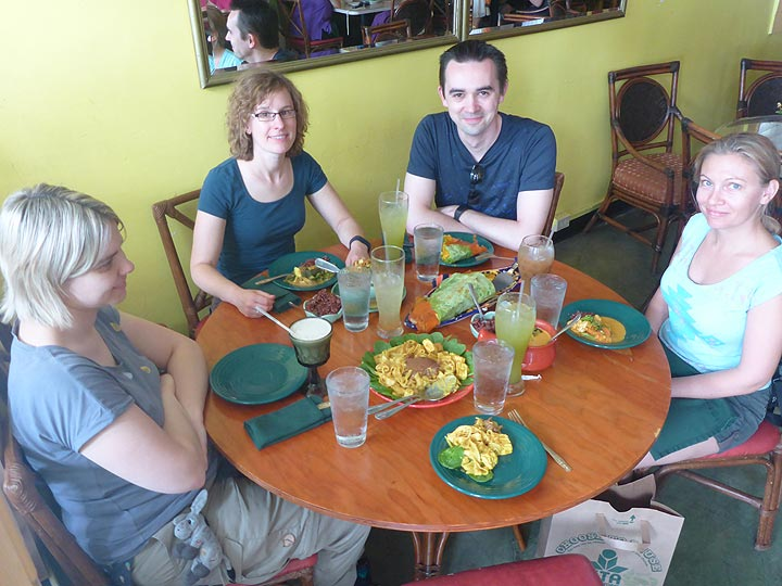 Day 1: Lunch in one of Hilo´s tasty restaurants (Photo: Ingrid Smet)