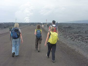 Day 2: About 1,5 - 2 hour hike towards the Kamokuna lava ocean entry (one can also rent a bike to get there faster) (Photo: Ingrid Smet)