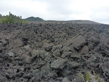 Day 2: A´a lava flows of the Mauna Ulu eruption of which the lava shield is visible in the far right (left is an older cinder cone) (Photo: Ingrid Smet)