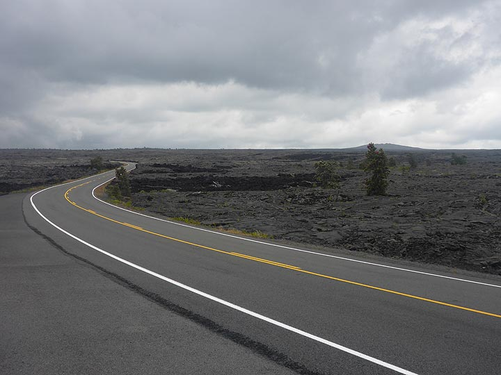 Day 3: Driving along the Chain of Craters Road from Kilauea´s summit area through the western edge of the East Rift Zone down to the coast (Photo: Ingrid Smet)
