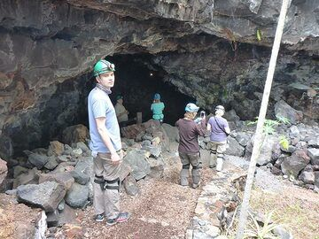Day 4: Going down and entereing the lava tubes of Kula Kai caverns. (Photo: Ingrid Smet)
