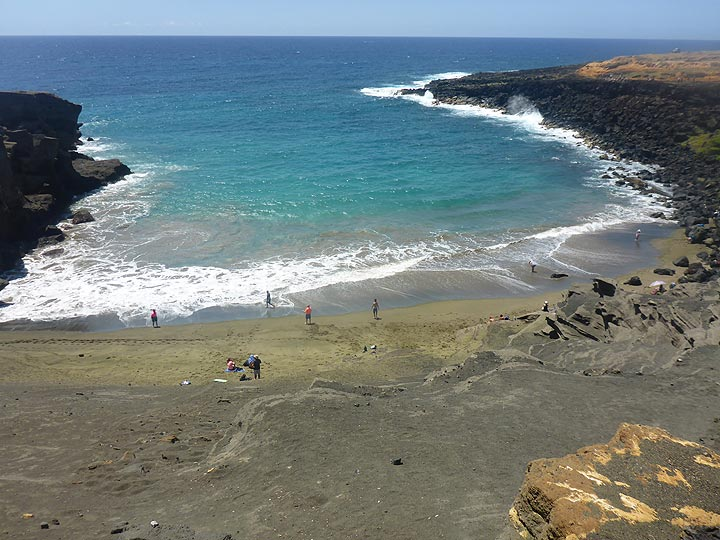 Day 4: Green Sand Beach formed in a small bay along the southernmost tip of Hawai´i where green volcanic crystals accumulated (Photo: Ingrid Smet)