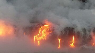 Day 5: Multiple lava flows of different shape and size run or trickle down into the ocean below (Photo: Steven Van den Berge / Lana Van Heghe)