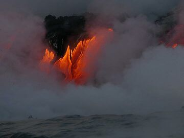 Day 5: First viewing of the red hot liquid lava flowing into the ocean at Kamokuna! (Photo: Ingrid Smet)