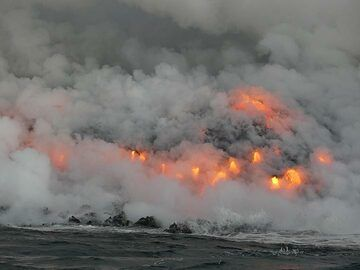 Day 5: A song of fire and water... Lava pouring into the ocean wants to create new land but is immediately attacked by the strong ocean waves. The never ending battle between the goddess sisters Pele and Namakaokahai at its most intense! (Photo: Ingrid Smet)