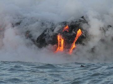 Day 5: Large volumes of steam is generated through the interaction of over a 1000 degrees C hot lava and the ocean water, but it is intermittently blown away by the wind to offer a good view on the spectacle (Photo: Ingrid Smet)