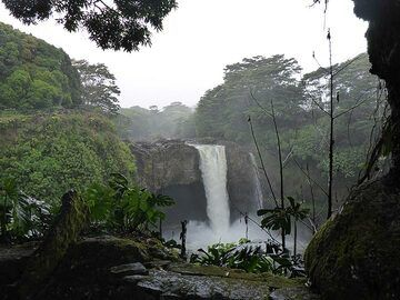Day 6: Rainbow Falls on cloudy day (Photo: Ingrid Smet)