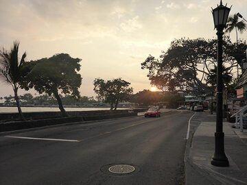 Extension day 1: Sun setting on Kona town (Photo: Ingrid Smet)