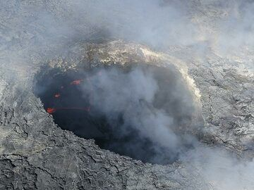 Extension day 3: The lava lake in a smaller vent on top of the Pu´u O´o shield (Photo: Ingrid Smet)