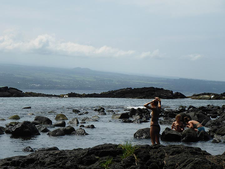 Extension day 3: One of the many black basaltic beaches near Hilo (Photo: Ingrid Smet)