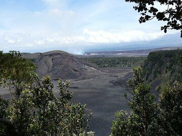 Extension day 4: Morning view across Kilauea Iki crater on a sunny and blue skied day (Photo: Ingrid Smet)
