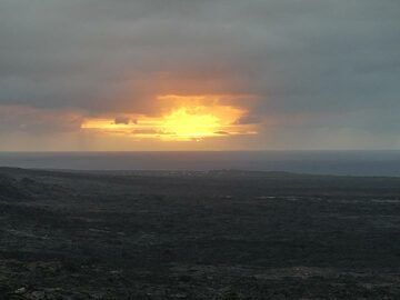 Sunrise over the vast lava flow fields that have been repeatedly covering this coastal area since the start of the Pu'u O'o eruption in 1983 (Photo: Ingrid Smet)