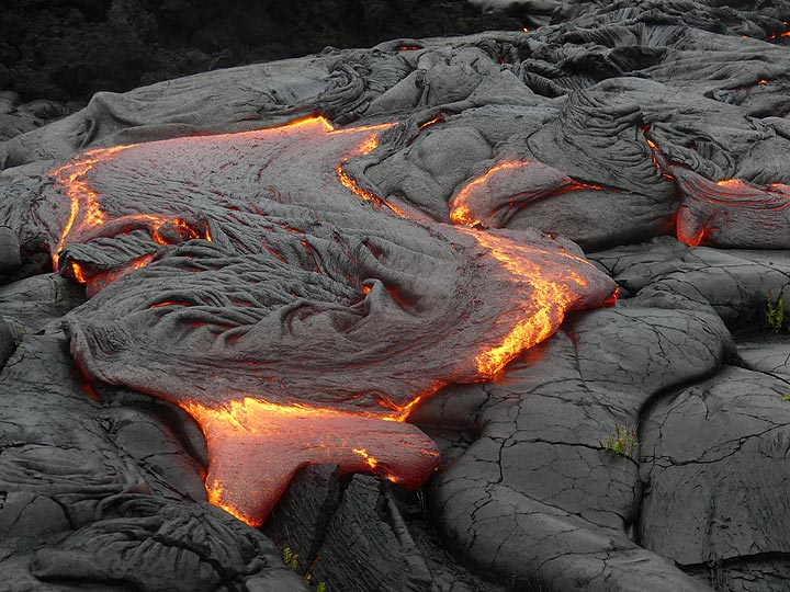 Thin upper crust gets crumpled and twisted whilst moving on top of the actively flowing lava, resulting in intricate textures such as this 'wheel' (Photo: Ingrid Smet)