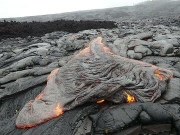 Crumpled, twisted, ropey textured lava crust gets heaped up at the front of the active lava flow (Photo: Ingrid Smet)
