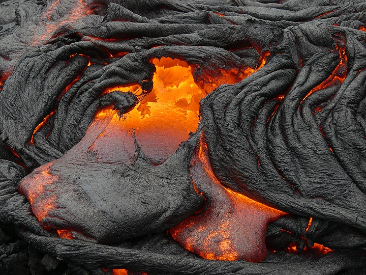 But as the lava is continuously moving this small 'gateway to hell' quickly collapses (Photo: Ingrid Smet)