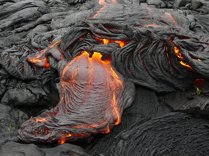 New break out along the edge of an actively advancing pahoehoe lava flow front (Photo: Ingrid Smet)
