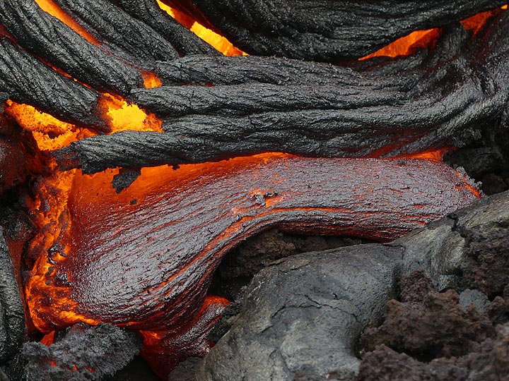 Lava toes oozing out from between just collapsed ropey lava crust (Photo: Ingrid Smet)