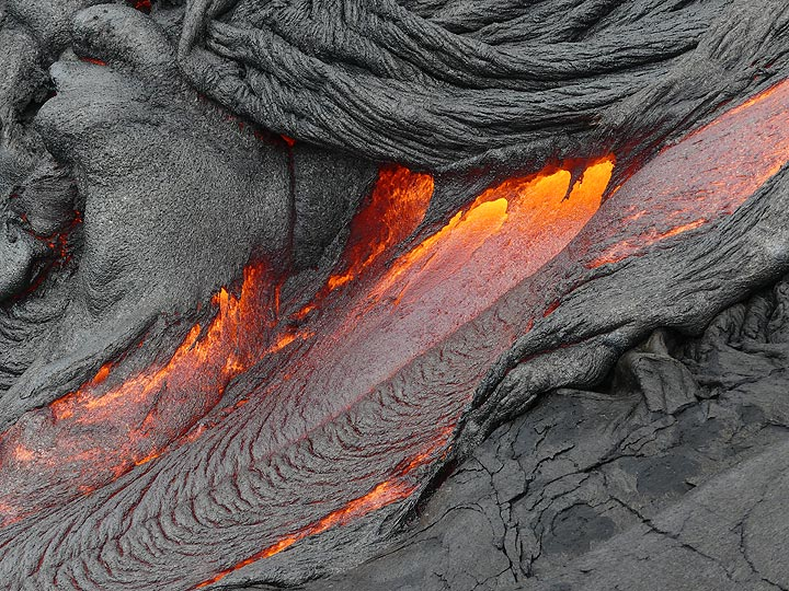 More rapidly flowing pahoehoe lava emerging from underneath a freshly cooled ropey crust (Photo: Ingrid Smet)