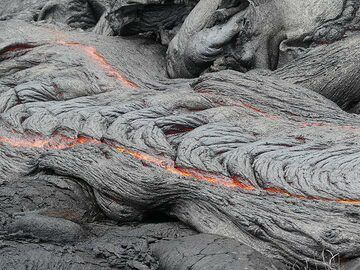 Large ropes are formed in the thin upper crust of this lava flow (Photo: Ingrid Smet)