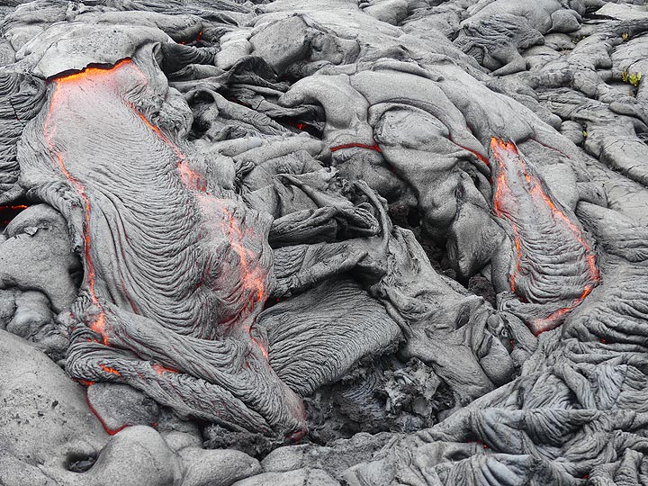 Ropey textured pahoehoe lava channels at the advancing flow front (Photo: Ingrid Smet)