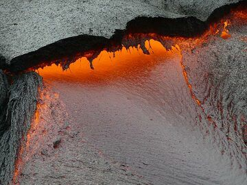 Detail of red hot lava with low viscosity flowing from underneath a thin fresh crust (Photo: Ingrid Smet)