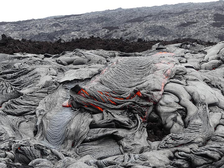 Intricate texture of folded, crumpled up ropey fresh crust at the front of a larger pahoehoe lava flow (Photo: Ingrid Smet)