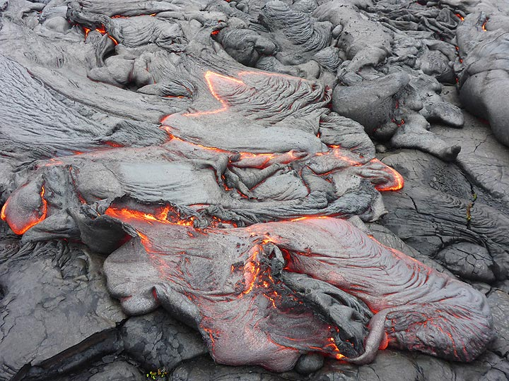 Multiple lobes of liquid pahoehoe lava at the front of an active lava flow (Photo: Ingrid Smet)