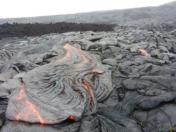 Active pahoehoe lava flow fronts next to an older aa lava (dark brown rocks in the centre left) (Photo: Ingrid Smet)